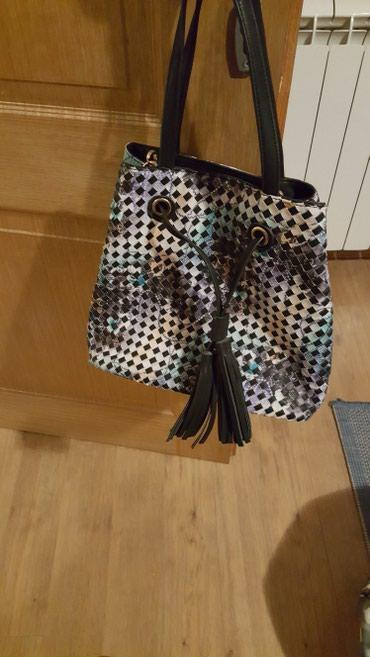 Sarena nova torba sa jedne strane cvtna sa druge kao karirana. Ima - Sremska Mitrovica