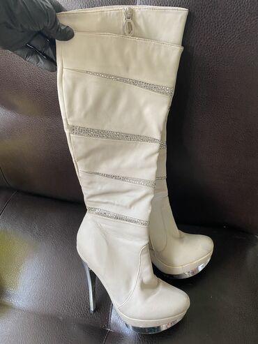 Женская обувь в Кемин: Одевала пару раз, Турция 37 размер, очень удобные
