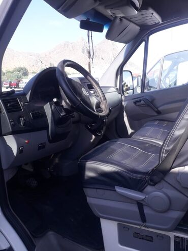 Транспорт - Араван: Volkswagen Crafter 2.5 л. 2010