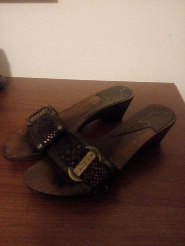 Ženske Sandale i Japanke - Crvenka: Papuce braon lak, br. 39, Malo nosene, bez ostecenja, kao nove. Cena