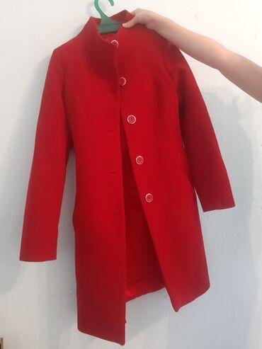 теплые платья для полных в Кыргызстан: Красное пальто из натуральной шерсти.Производство Турция.38