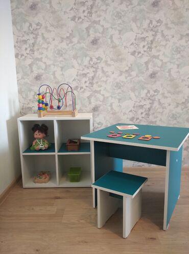 Комплект детский деревянный стол, табуретка и полка для книг и