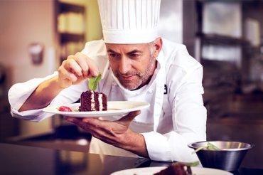 """Требуется классный повар в ресторан """"голден"""" на постоянную работу в Бишкек"""