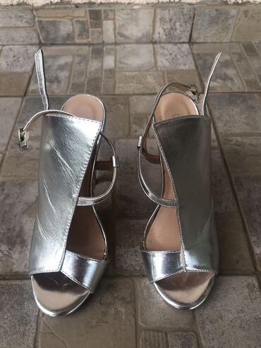 Srebrne sandale, broj 38