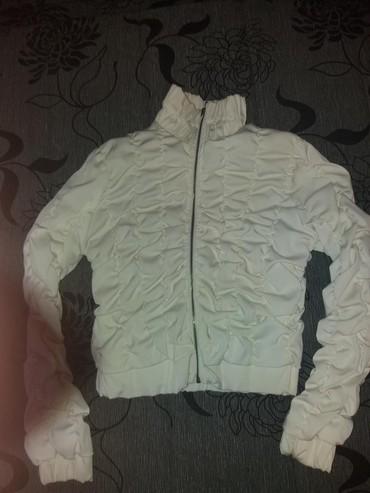 Interesantna kratka jakna.velicina pise L ali merim po potrebi - Paracin