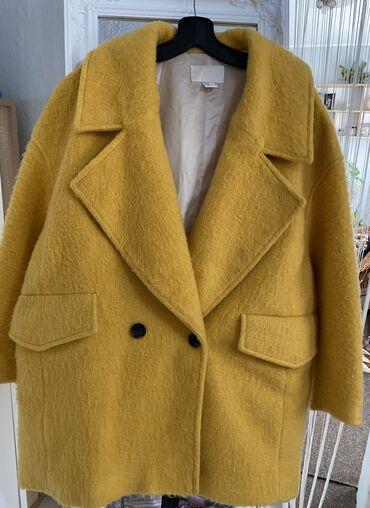 H&M zuti kaput kao nov, vunen i topao. Obucen nekoliko puta