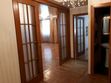 сдаю 4-х комнатную квартиру. боконбаева/раззакова. сталинка 1этаж из 3 в Бишкек