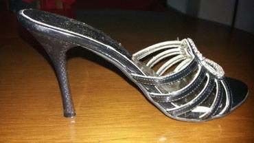 Elegantne , malo nošene papuče u odličnom stanju , kao nove. Boja - Nis