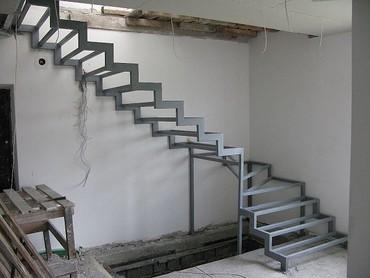 СВАРЩИК лестницы в Токмак