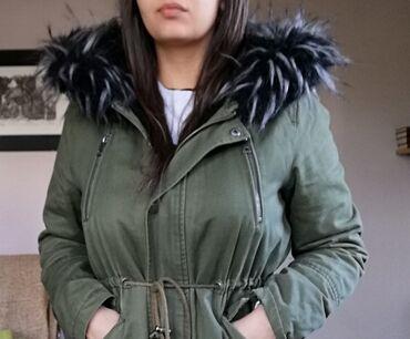 Odlicna jakna Zimska, unutra postavljena sa bujnim krznom L velicina