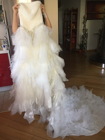 Свадебное платье . Размер 48-50. Спинка на корсете . Цена 15 000  в Бишкек
