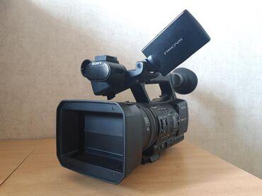 видеокамера sony z7 в Кыргызстан: Продаю видеокамеру SONY HXR NX5E Коробка документ. Штатив Ролик Накаме