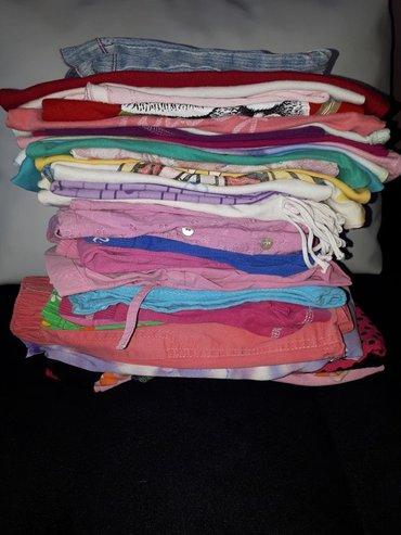 Dečija odeća i obuća - Novi Banovci: Prodajem gardarobu za devojcice.Br 2-4 -6Paketi.Za ovo vremeSve je