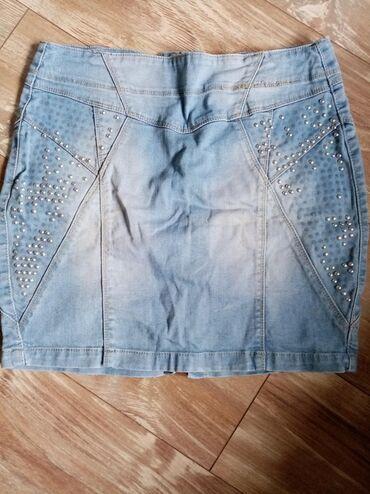Ženska teksas suknja, jedino oštećenje je što su poispadali neki