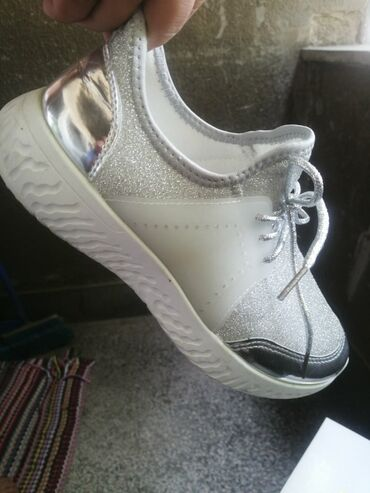 Ženska patike i atletske cipele | Smederevo: Prodajem samo probane izuzetno kvalitetne i atraktivne letnje patike