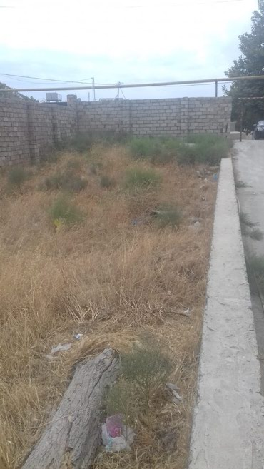 Bakı şəhərində Bakixanov qesebesinde (razin) 2.8 sot torpag satilir tecili Awiq Peri