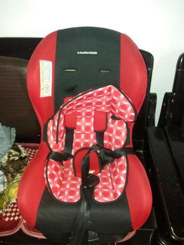 Детское автомобильное кресло в хорошем состоянии