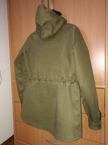 Nike jakna, ne propušta vodu, veličina m - Novi Banovci - slika 2