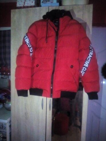 Zenska jakna velicina S nova nije nosena postavljena iz nutra sa