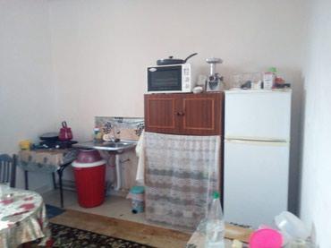 Bakı şəhərində Ramanida yola yaxin ev bir otaq orta temirli tecili satilir 2 sotun