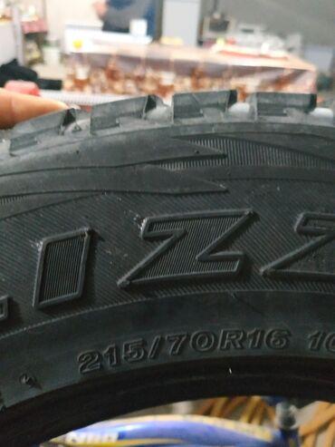 диски r15 цена в Кыргызстан: Продаю комплект Японских зимних шин (липучки) Бриджстон близак