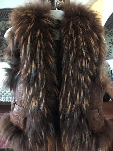 жилетка натуральный мех в Кыргызстан: ОБМЕНМеховая жилетка,состояние идеальное(натуральный мех)размер42,44