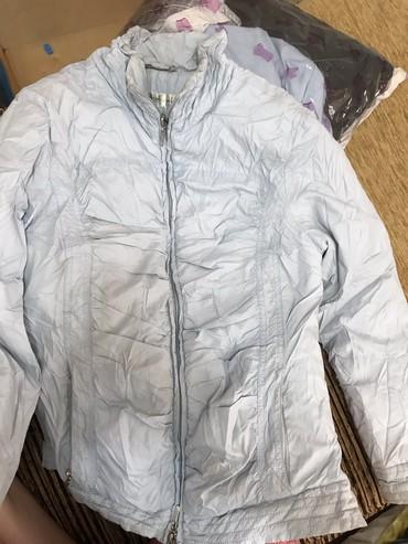 Женская одежда в Лебединовка: Осенняя куртка. Короткая. Легкая и теплая