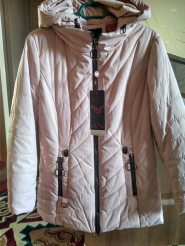 Куртки - Кок-Ой: Срочно продаю деми сезонный куртка новый с капишонном .Купила 3000сом