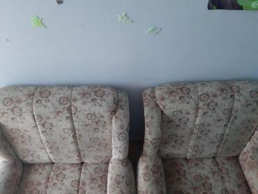 Dve fotelje*Prodaju se zbog nedostatka mesta u kuci*Ocuvane*Idu u