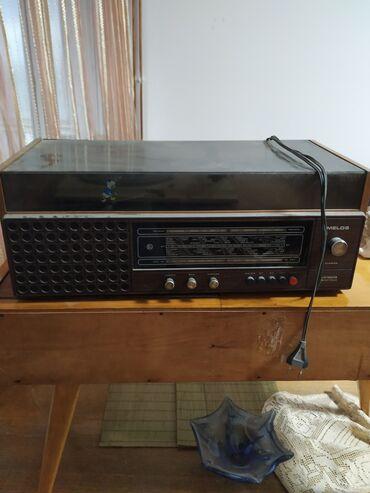 Gramofon - Srbija: Prodajem stari ispravan gramofon sa radiom, marke EI Niš. U odličnom