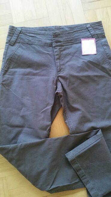 Jeef pantalone nezno braon boje M sa etiketom