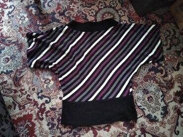 Bluza sa prelepim sarenim dezenom, nosena je samo jednom, jako lepo