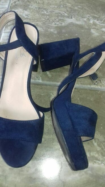 Ostalo | Veliko Gradiste: Sandale sa neprimetnim ostecenjem ovako kao nove br 38 cena dogovor