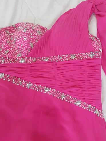 вечерние платья со шлейфом в Кыргызстан: Продаю красивое вечернее платье, очень изящное, со шлейфом р-р 42-44