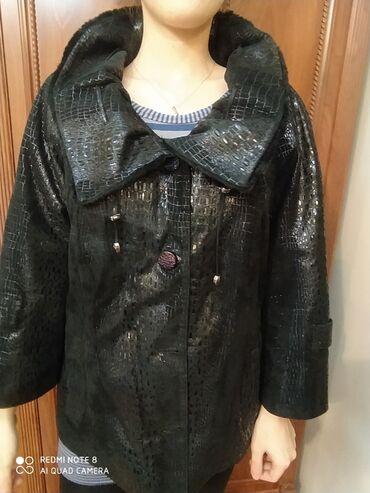 женские вышитые футболки в Азербайджан: Продается женская куртка кожа с замшем.есть мех на воротнике.новая