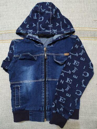 Джинсовка для мальчика 4-5лет с карманами и капюшоном в отличном