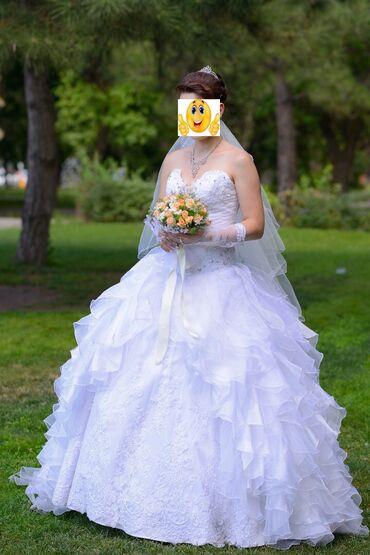 Свадебные платья и аксессуары - Бишкек: Свадебное платье.Сдаю или продаю . Платье с кольцами (ношено 1раз).в