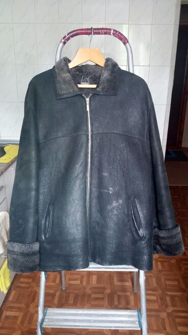 Дубленка,48-50 размер. Цвет-черная, отдающая синевой.Цена-1200сом