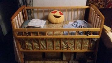 Детская кроватка в комплете с двумя одеяльцами в Бишкек