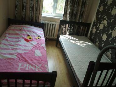 Кровати - Кыргызстан: Продается двухярусная кровать вместе с матрасом (можно и по отдельност