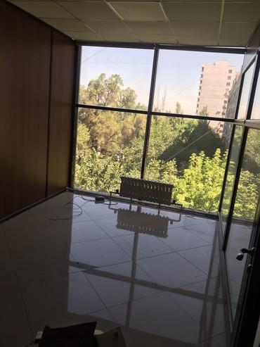 аренда офисов в бизнес центре в Кыргызстан: Сдаю помещение под любой бизнес в бизнес - центре города 220 м2, на 4-