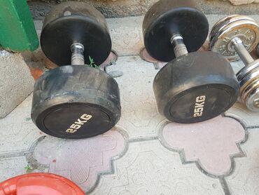 Спорт и хобби - Джал мкр (в т.ч. Верхний, Нижний, Средний): Гантели б/у, по 25+25=50кг общий вес. Обрезиненные