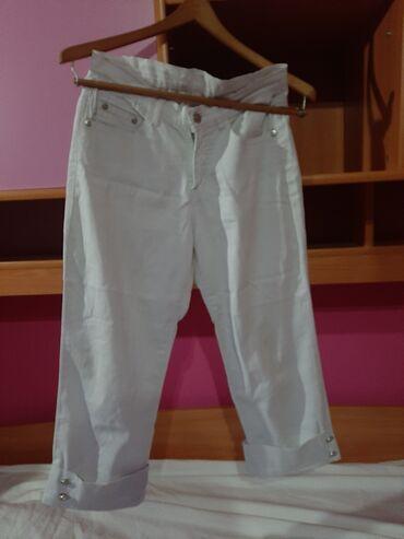Bele tri cetvrt pantalone velicina 27