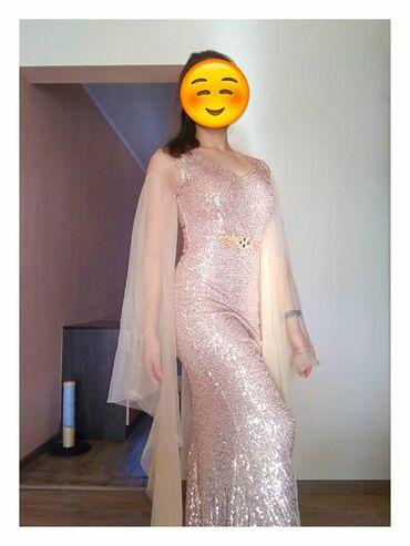Невероятно женственное пыльно-розовое платье. Облегающий крой