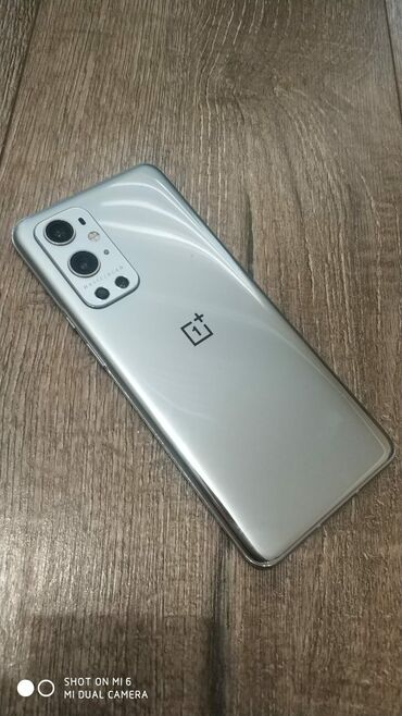 Электроника - Новопокровка: OnePlus   256 ГБ   Серый Б/у   Отпечаток пальца, Беспроводная зарядка, Две SIM карты