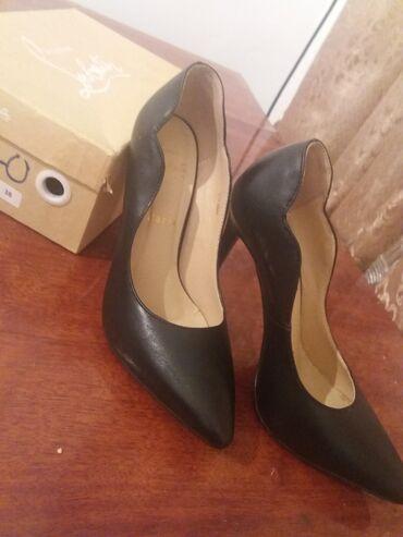 Продаю туфли на шпильках, в новом состоянии, надевала 1 раз . Черные