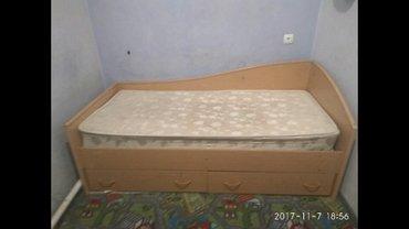 Кровать односпальная 190×80 с матрасом, внизу два вместительных ящика. в Бишкек