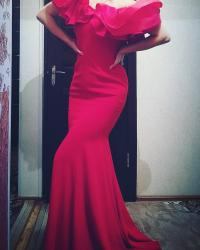 длинное красное платье с разрезом в Кыргызстан: Сногсшибательное красное длинное платье. размер 40-42