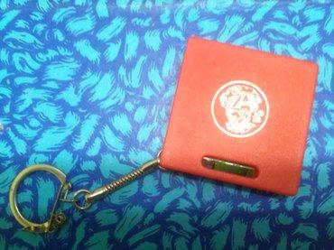 Privezak za ključeve, sadrži libelu i metar na izvlačenje, - Pozarevac