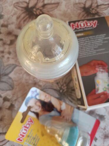 Новая бутылочка фирмы Нуби с одноразовыми стаканчиками и мини